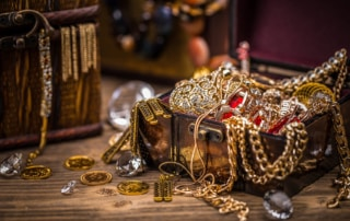 Pirate treasure chest full of jewelery